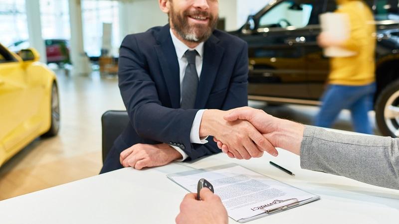 Ruch u dealerów samochodowych wciąż na minusie. Klientów jest o ponad 40% mniej niż rok wcześniej