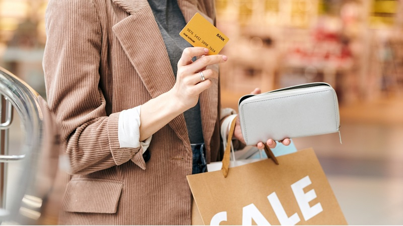 Nastroje konsumencie lekko się poprawiają. W drugim kwartale Polacy bardziej poluzują wydatki