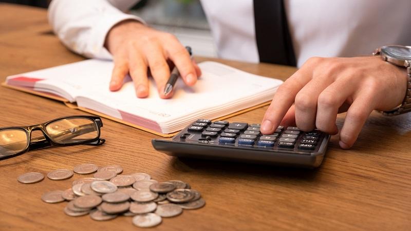Badanie opinii: Ponad 40% Polaków chce wyższych podatków dla zagranicznych firm